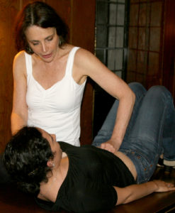 Julie Tupler, creator of the Tupler Technique, which is an amazing rehab program for those diastasis, demonstrates a belly check!
