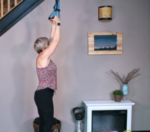 Learn how to perform pull-ups at home with safe strategies for Diastasis Recti - fit2b.com